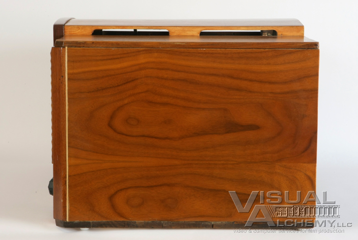 9in_rca_goldenthroatwoodconsole_side.jpg